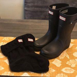 Hunter short rain boots w/socks. Mini wedge style!